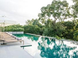 Treeline Urban Resort, hotel in Siem Reap