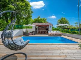 House Smoky with private pool, hotel in Pazin