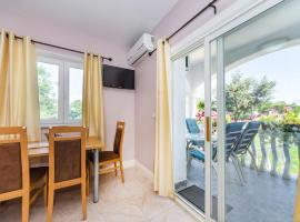 Apartments with a parking space Zaton, Zadar - 15000, budget hotel in Zaton
