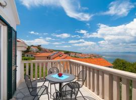Apartments by the sea Postira, Brac - 15242, hotel in Postira