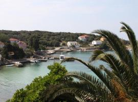 Apartments by the sea Jakisnica, Pag - 6424, family hotel in Lun