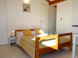 Secluded apartments Zaton, Zadar - 11130, budget hotel in Zaton