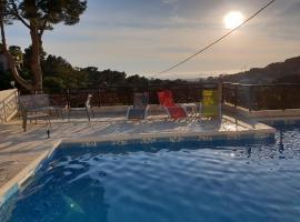 Studio d'environ 20m2, piscine, vue mer, pour 2 personnes, hotel near Calanque de Sugiton, Marseille