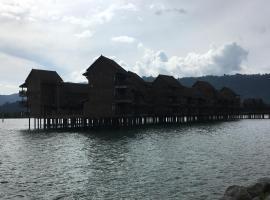 LANGKAWI LAGOON RESORT OCEAN SUITE، فندق في بانتايْ سينانج