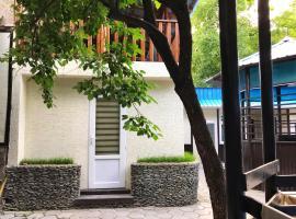 Park Hostel Osh, отель в Оше