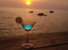 Free Beach Resort, resort in Phú Quốc