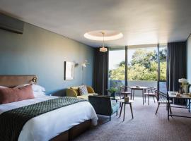 Home Suite Hotels Rosebank, hotel near Huddle Park Golf & Recreation, Johannesburg