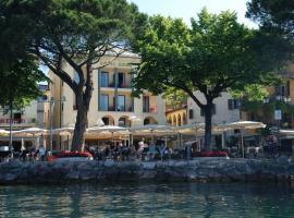 Hotel Roma, hotel near Baia delle Sirene Park, Garda