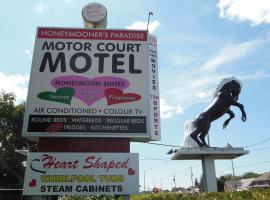 Motor Court Motel, motel in London