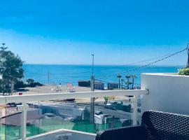 Apartamento El Barco 1 linea playa, wifi y garage, hotel in Torrox Costa
