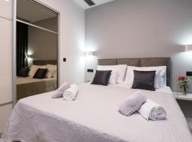Sky & Sun Luxury Rooms with private parking in the garage, room in Zadar