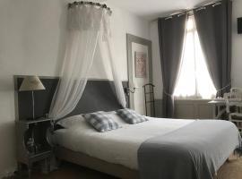 Chambres D'Hôtes La Villa Aliénor, hotel cerca de Château Gaillard, Les Andelys