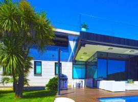 Panoramic Sea view Villa in Sanxenxo with Pool, hotel en Montalvo