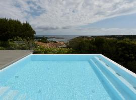 CanguroProperties - Villa Karigal, hotel with jacuzzis in Porto Cervo