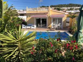 Villa HAYAHAY with PRIVATE POOL & Amazing view, cottage in Calpe