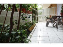 Athens, Cholargos metro appartment (1 to 6 persons), hotel in Athens