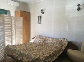 Guest House on Srednyaya 45/3, отель типа «постель и завтрак» в Краснодаре