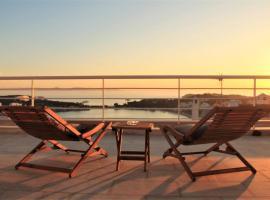 Sunset Villa Vouliagmeni, hotel in Athens