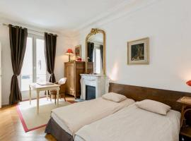 Charming bedroom, homestay in Paris