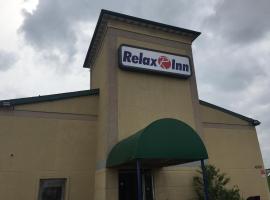 Relax Inn, hotel in Davenport
