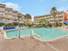 Beach View Condo with 2 Pools, inn in Galveston