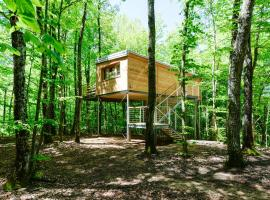 Treehouse Lika 2, holiday home in Medak