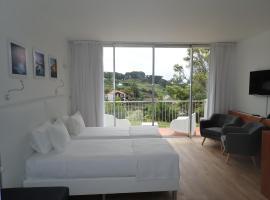 ANC Experience Resort, hotel em Caloura