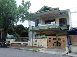 Rumah 6 Kamar Full AC Timur 5 Menit Titik Nol Yogya, homestay in Yogyakarta