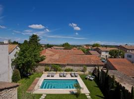 Le petit hotel, hotel with pools in Saint-Rémy-de-Provence
