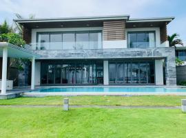 Luxury Villa 5* - Ocean Front - IDCWH, cottage ở Đà Nẵng