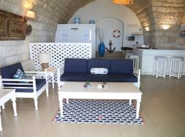 Le Blanc Bleu, guest house in Jbeil