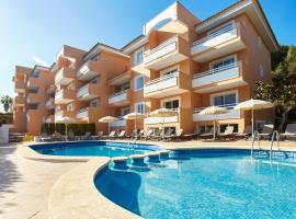 Universal Apartments Laguna Garden, hotel with pools in Canyamel