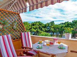 Apartments Emi, hotel in Split