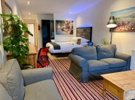 TheWaterfrontLodges, hotel in Coventry