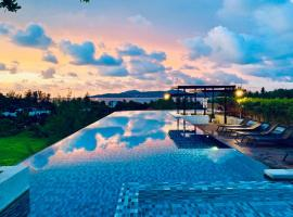 6 Avenue Surin by Lofty, hotel in Surin Beach