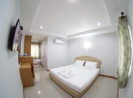 Sirisom Grand Place, hotel in Buriram