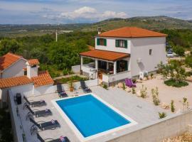 Villa Sunshine, hotel with pools in Rogoznica