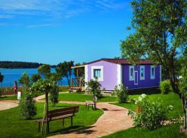 Premium Sirena Village Mobile Homes, hotel in Novigrad Istria