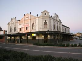 Peden's Hotel, hotel in Cessnock