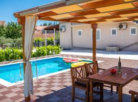 Sunny House, hotel in Korčula