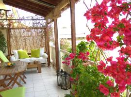 Romantic and cosy apartment, hotel near Hellenic Cosmos Cultural Centre, Athens