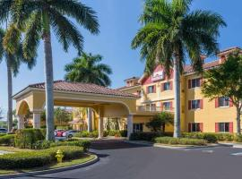 Hawthorn Suites by Wyndham Naples, golf hotel in Naples