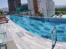 Infinity Pool - 5 min walk to beach - Sekong Apartment, budget hotel in Da Nang