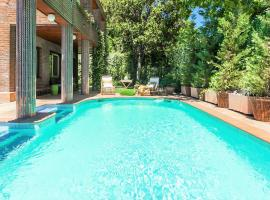 Velazquez Manor House, hotel with pools in Madrid