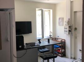 appartement lisieux calme très bien équipé, budget hotel in Lisieux