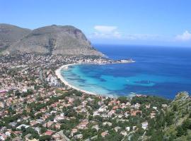 Vive el mar, boat in Palermo