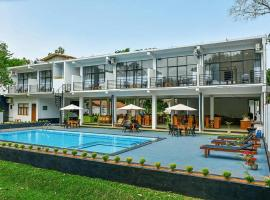 Lavish Resort - Sigirya, hotel in Sigiriya