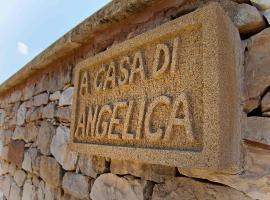 """""""Casa di Angelica"""" - un'oasi di pace a 300m dal mare, hotel in zona Lido Rivabella, Gallipoli"""