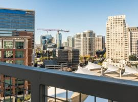 Amazing Views @ High-Rise Lux & Center of All 1BR, vacation rental in Dallas