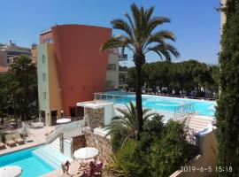 Appartement Antibes Port, hotel with pools in Antibes